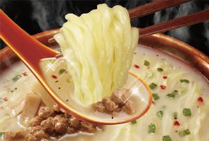 日清HYBRID太麺堂々 コク旨牛炊き白湯 シズル画像